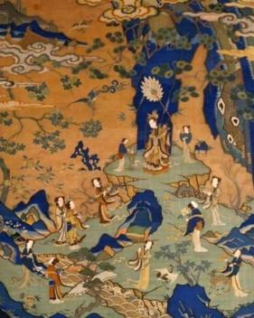在画面上的主体花纹上用五彩丝线刺绣而成